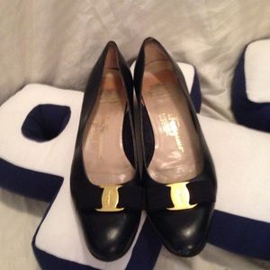 Salvatore Ferragamo classic bow shoes flats 8 B